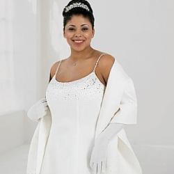 Невестам с пышными формами при выборе платья большого размера лучше...