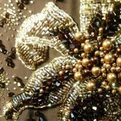 фигурки из бисера. орхидея... колье броши и заколки из бисера схема плетения. как украсить бисером рамку для фото...