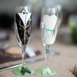 Как украсить свадебные бокалы самой